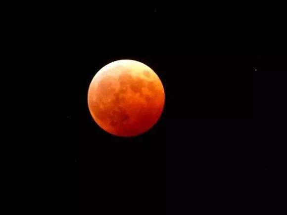 皆既月食2018はいつ?方角や時間と皆既月食の仕組み!