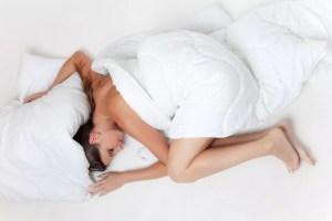 成長ホルモンを効果的に分泌する方法【睡眠・筋トレ・運動】