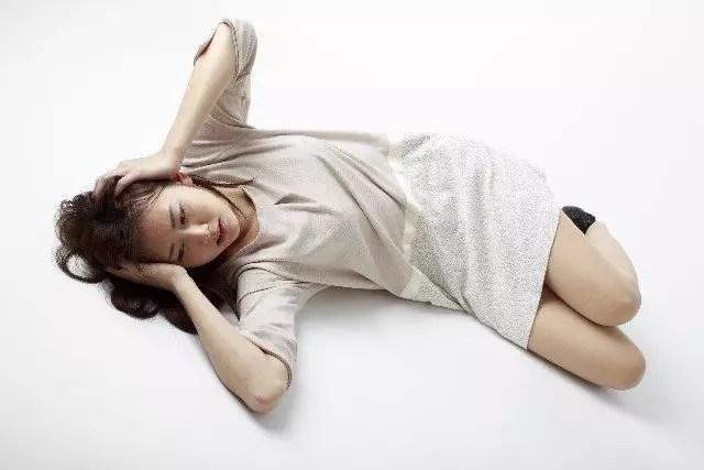 二日酔いを治す方法【頭痛・吐き気・下痢】などの解消法!