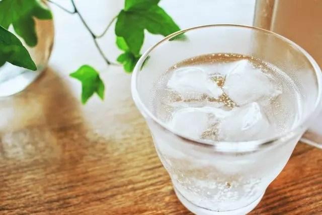 炭酸水の効能・効果とベストな飲むタイミング!作り方は?