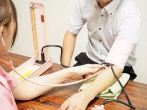 高血圧の症状や予防に効果のある食べ物や飲み物おすすめ20選!