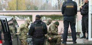 Украинские моряки в Симферополе.Фото з сайту korrespondent.net