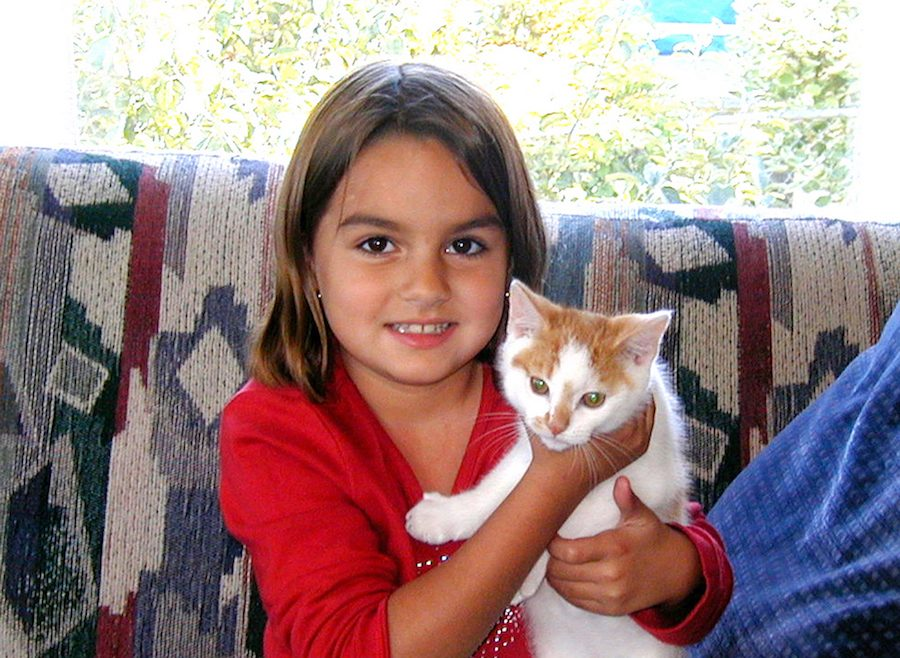 Anacortes-Animal-Relief-Fund-Local-girl-gets-kitten