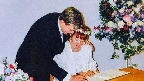 Когато се ожениха през 2001 г. той бе на 18 а тя на 51