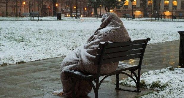 Бившия военен Тодор спи на пейка в студа след като продал две жилища за да купи апартамент на сина си