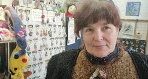 Работилница за чудеса! Пловдивчанка плете мартеници и бижута от мед