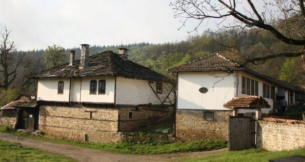 Хора купувайте къщи на село!