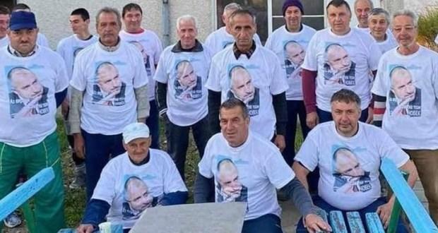 """Навлякоха работници от БКС с тениски на Борисов и """"работа работа работа""""…"""