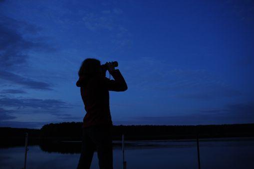 obserwacja-niebo-lornetka