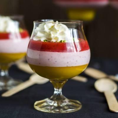Meilės desertas – braškiniai putėsiai su mango piure