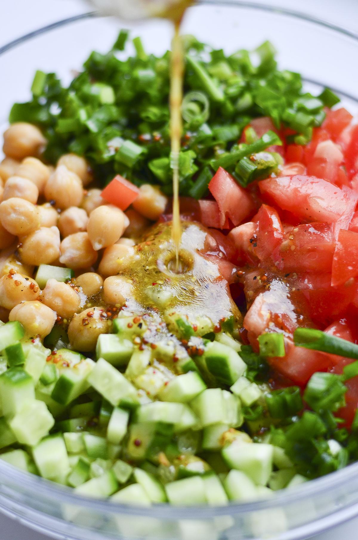 pavasariškos avinžirnių salotos skanios dienos