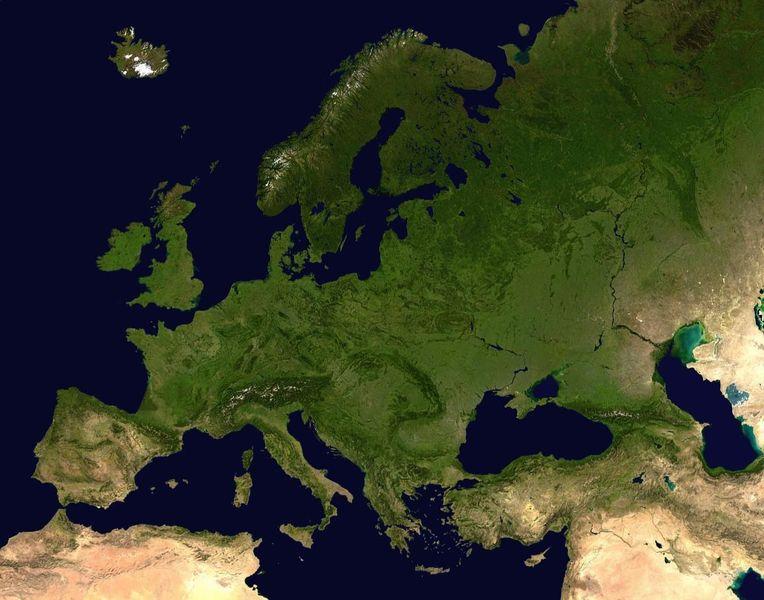 Uno dei dibattiti maggiori cui assisteremo nei prossimi anni è quello su chi dovrà decidere con quale faccia si presenteranno nel mondo tutti i cittadini di un'Europa in crescita (oggi 27, un domani 28 con la Croazia, 29 con l'Islanda e poi chissà)