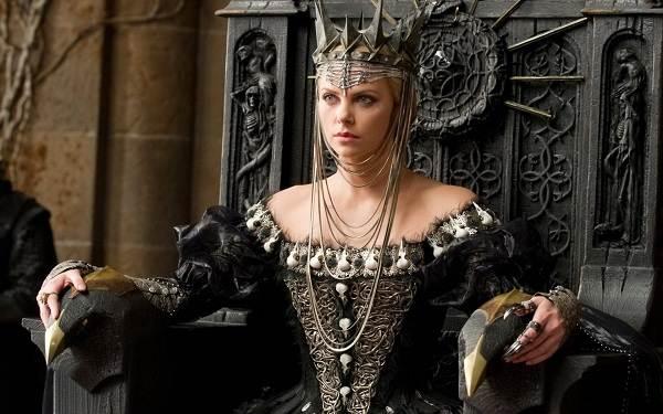 Костюм-королевы-Описание-и-особенности-костюма-королевы-1