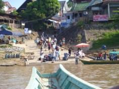 lontail båt från Thailand till Laos