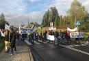 Grupa mieszkańców blokowała ulicę krakowską w Skawinie