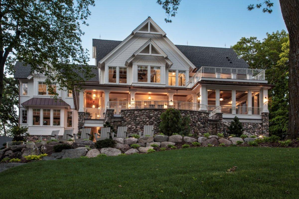 farm house on the lake