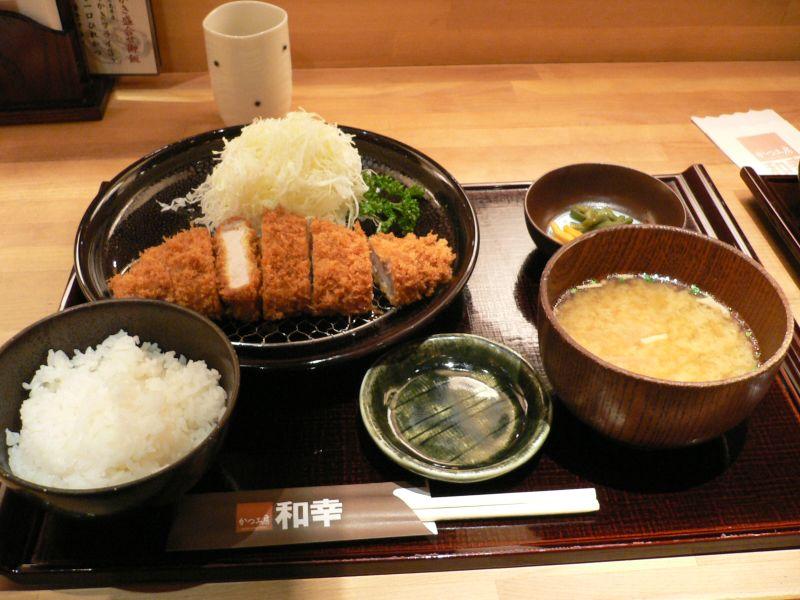 15 Tipos de Restaurantes e especializações Japonesas - Tonkatsu set by zezebono in Sapporo Hokkaido 3