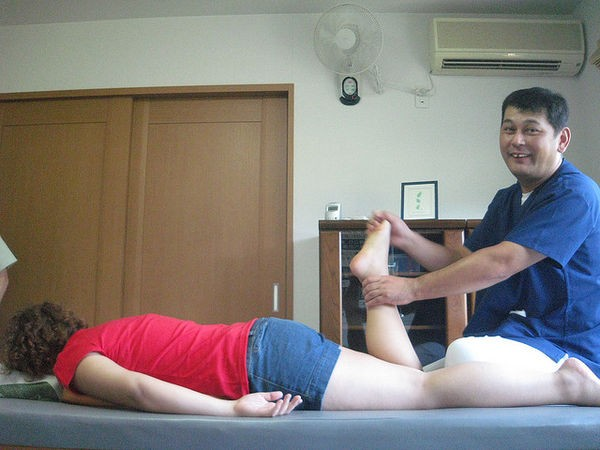 Ashi-waza - Técnicas e terapia com os pés - massage in japan 885 2