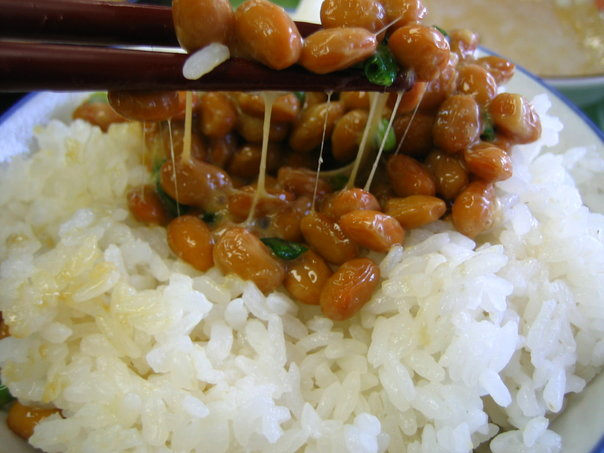 Alimentos do Japão, derivados de soja - natto com arroz 2