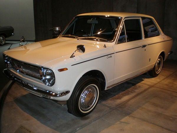 toyota corolla 1966 primeiro modelo