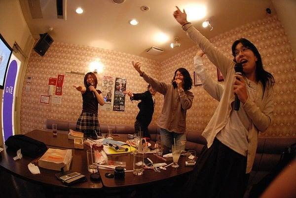 Paixões e estereótipos - coisas que descrevem os japoneses - karaoke 1