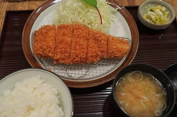 Tonkatsu - Costeleta de porco empanada - tonkatsu porco 1