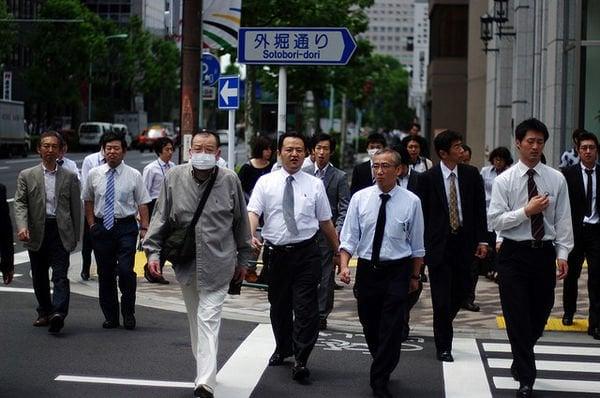 Okozukai – a mesada para os maridos - indo para escola