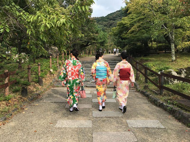 """Naze x Doushite x Nande - """"Por que?"""" e """"Como"""" em Japonês - kyoto geishas 1"""
