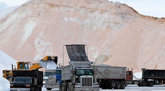Severe winter storm hammers Eastern seaboard