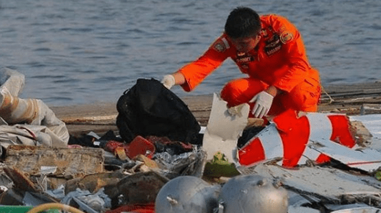 Divers Recover Black Box from Lion Air Jet Flight 610