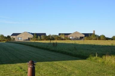 Husene falder i et med naturen