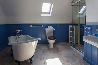 bathroom self catering cottage ait sonny