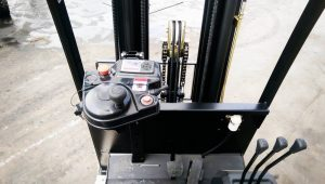 CPD15TVE3-Forklift-Nicosia-controls
