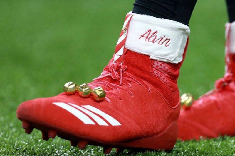Alvin Kamara's Christmas Cleat Fine Turns into Charitable Donation