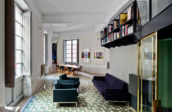 4-Carrer-Avinyo-David-Kohn-Architects-Barcelona-photo-Jose-Hevia-Blach-yatzer