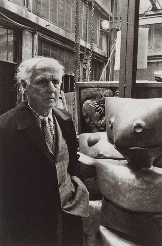 Max_Ernst_in_front_of_his_sculptures_1970s