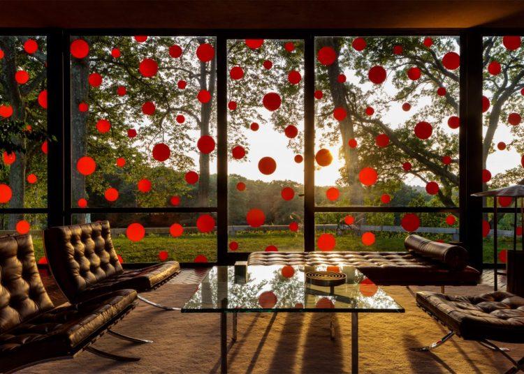 yayoi-kusama-dots-obsession-the-glass-house_dezeen_2364_ss_6-1024x732