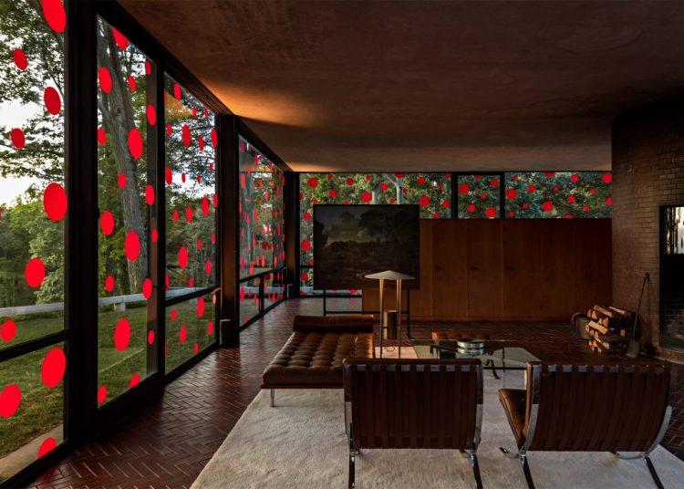 yayoi-kusama-dots-obsession-the-glass-house_dezeen_2364_ss_7-1024x732