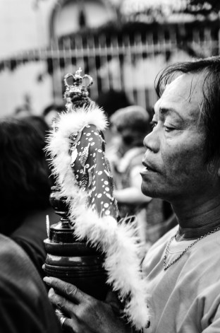 By accident I realized a crowd of people celebrating a holy mass in honour of Sr. Santo Nino. The church and the streets were packed with people carrying candles and holding puppets of Santo Nino – all of them singing, laughing and clapping their hands. And after the mass was finished the crowd moved on through the streets around – keep on singing, dancing, laughing… (Dumaguete, Philippines)