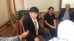 Manager Direktur Seri Stamford College, Dato' Vincent Leong, saat berbincang-bincang dengan wartawan sebelum acara dimulai /  foto: Eky sketsindonews.com