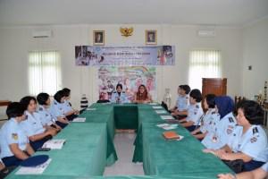 Kolonel Sus Swiji Astuti beserta perwakilan Wara Yogyakarta mengunjungi Yayasan Sayap Ibu dalam rangka HUT Ke-53 Wanita Angkatan Udara