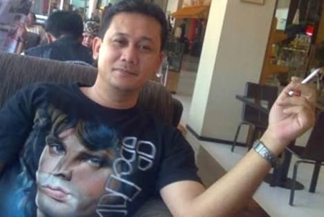 Seruput Kopi Pahit Dari Deny Siregar Untuk SBY