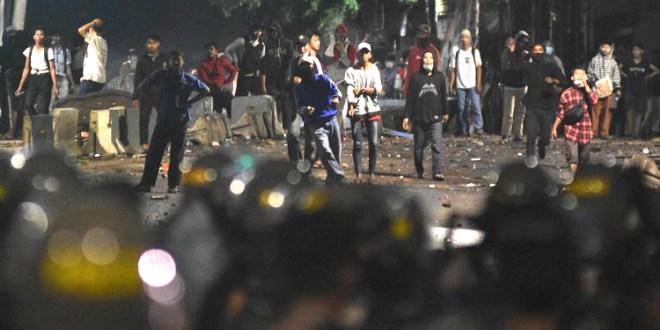 """Ambulance """"Suply"""" Amunisi Batu Kerusuhan Mei"""