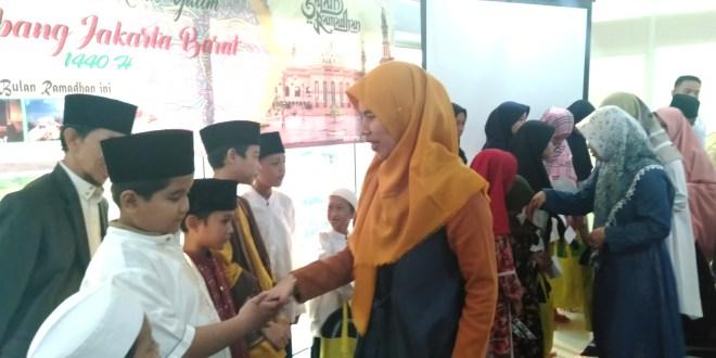 Karyawan BPJS Kesehatan  Jakarta Barat Berbagi Bersama Anak Yatim