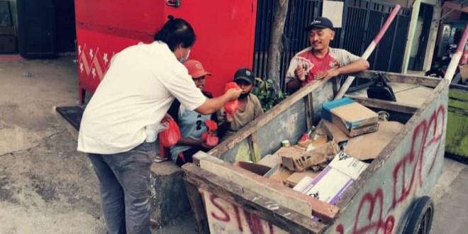 Bagikan Sembako, Perisai Ajak Kader Gotong Royong Bantu Masyarakat