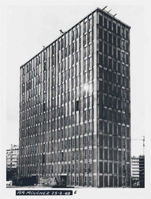 1965, 414 logements, 75013 Adrien Brelet, André Le Donné, Marcel Bataille et ZdzislawBujajski architectes © Archives Paris-Habitat-OPH