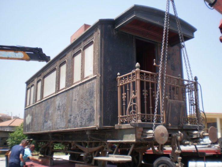 Στις… ράγες για τη Διεθνή Έκθεση Θεσσαλονίκης το βασιλικό βαγόνι – Μεταφέρθηκε για συντήρηση στο Εργοστάσιο Βόλου5.jpg