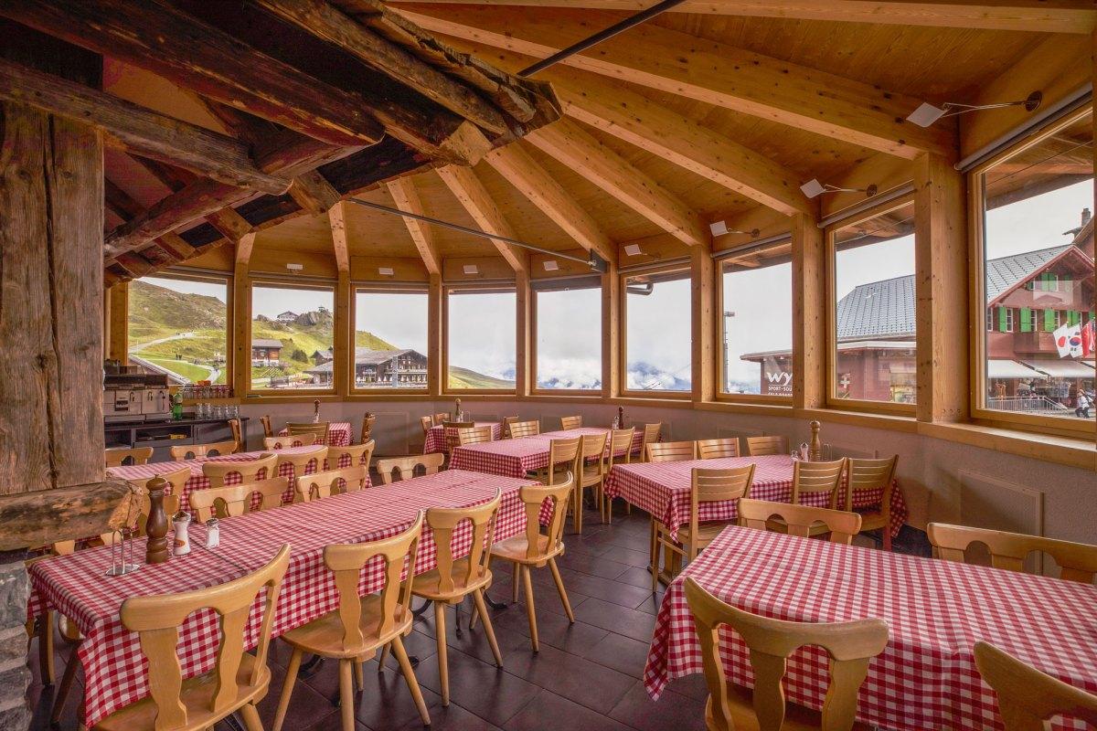 Ski4Kids_Freude-Herrscht_Jungfrauregion_Kleine-Scheidegg-Restaurant_Innenbereich