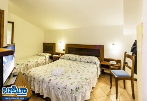 Hotel Pizzalto triple bedroom