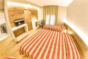 Grand Hotel Europa superior triple bedroom